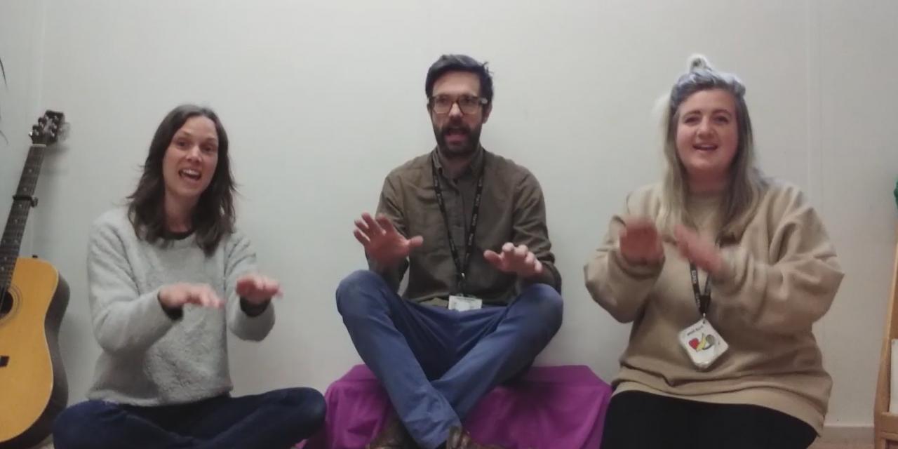 Hannah, Robin and Lydia Sing Mr Clickerty